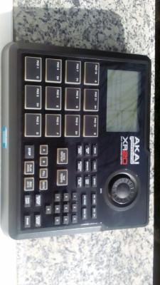Vendo caja de ritmos Akai xr-20 env. inc.