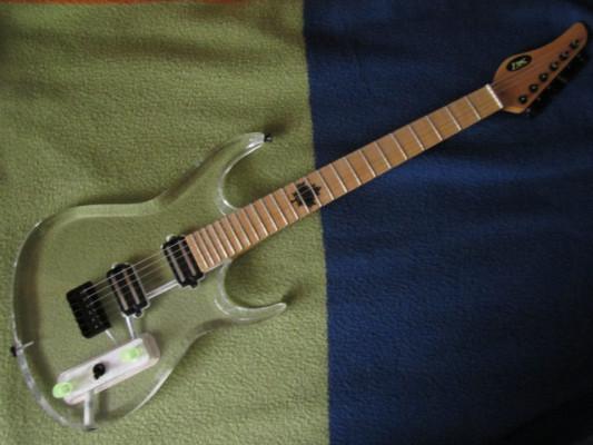 Guitarra NK cuerpo acrílico transparente