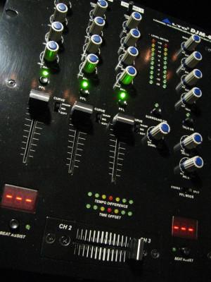 mesa mezcladora para DJ Alto Djm-4