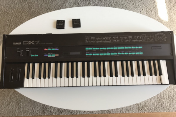 Reservado. Vendo mítico Sintetizador Yamaha DX7