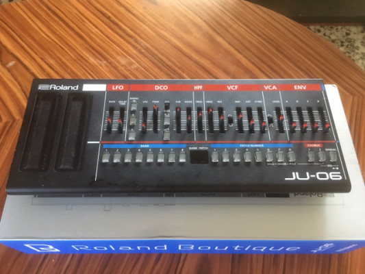 Vendo Roland Ju-06 como nuevo NO CAMBIOS