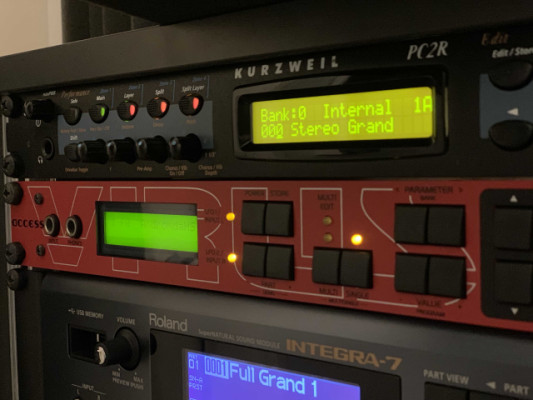 Kurzweil PC2R (incluye módulo de expansión orchestral)