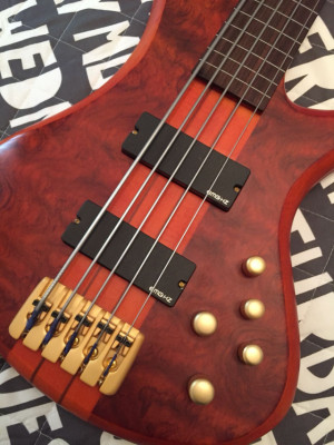 o Cambio: Bajo Schecter Stiletto FL Studio 5 Cuerdas Freetless
