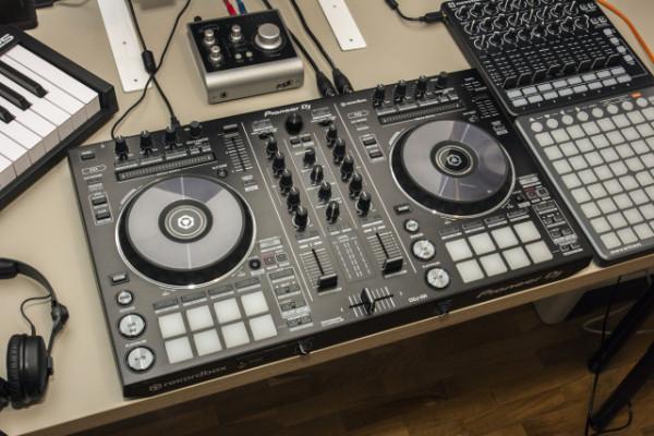 Pioneer DDJ-RR + maleta original Pioneer DJ