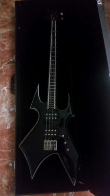 Bajo BC Rich Warbeast Trace