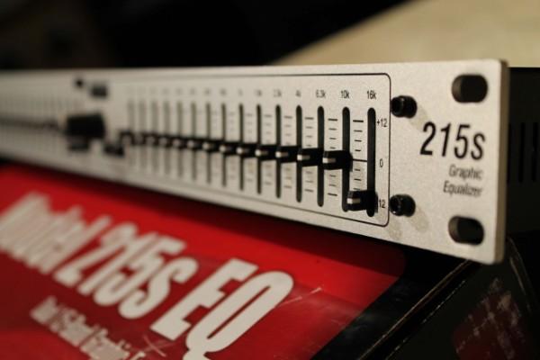 Ecualizador gráfico DBX  215S