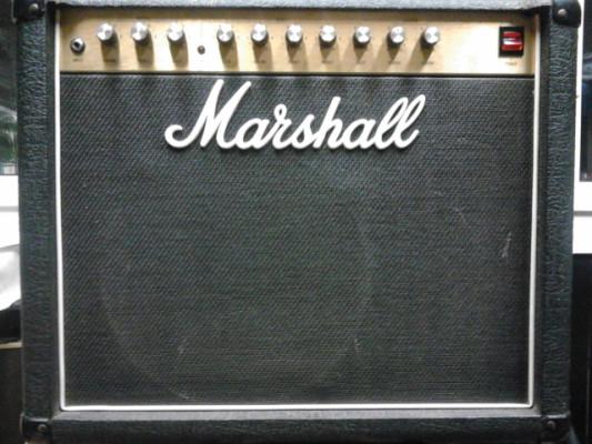 combo marshall 5210, suena pero necesita reparacion