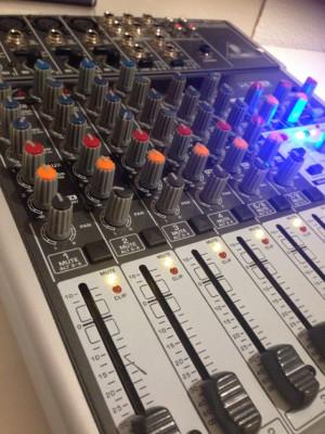 Mesa de mezcla Beringer 1204 USB