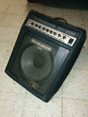 Behringer BX1200