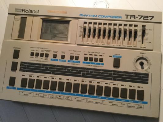 Roland TR-727 Rhythm Composer (por Squarp Pyramid / Pioneer Squid)