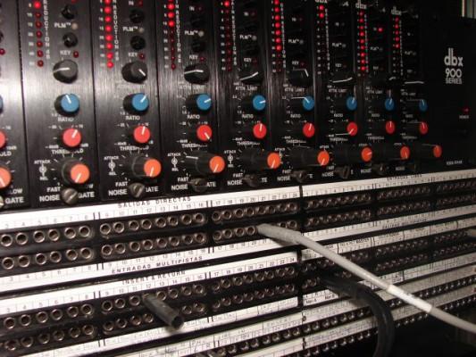 Rack puertas de ruido DBX 900