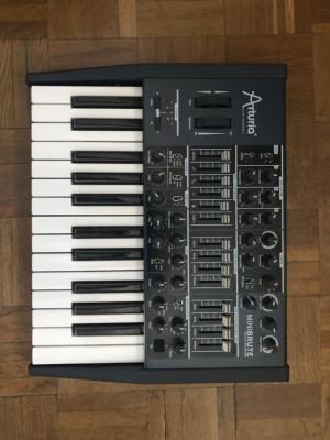 Arturia minibrute sintetizador analogico monofonic