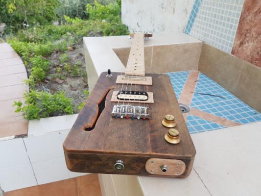 Cigar Box Guitar Loluthier Missouri.