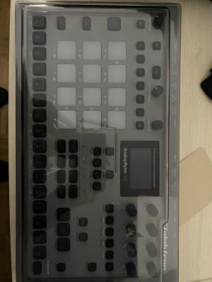 Vendo analog rytm mk2 con decksaver