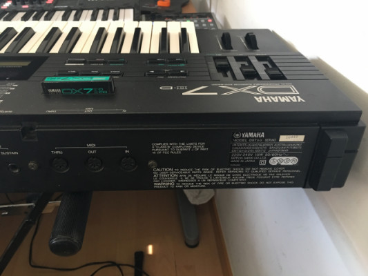 Sintetizador clásico Yamaha DX7II-D