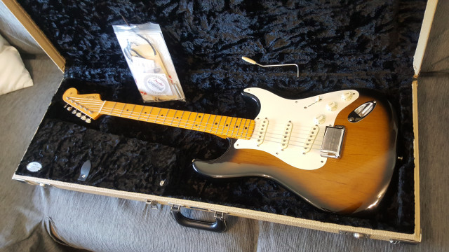 Vendo Fender Stratocaster Eric Johnson 2TS