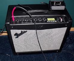 Amplificador fender Mustang III V. I con pedal incluido.