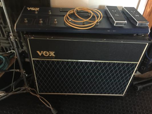 Amplificador Vox Valvetronics con pedalera