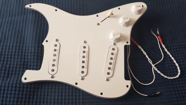 """Golpeador Fender Stratocaster """"Gilmour"""" con 7 sonidos"""