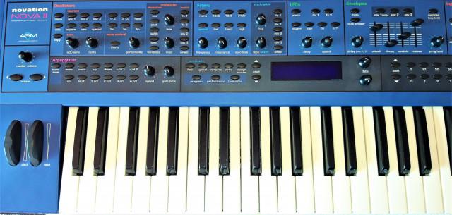 Sintetizador Teclado Novation NOVA 2 XL