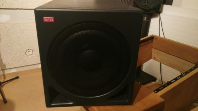 Vendo Klein and Hummel (ahora Neumann) O810 active subwoofer