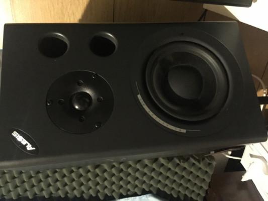 Pareja de monitores activos Alesis Mk2