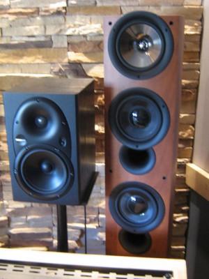 Altavoces de Columna KEF Serie Q70 Nogal +  Amplificador ALESIS RA150