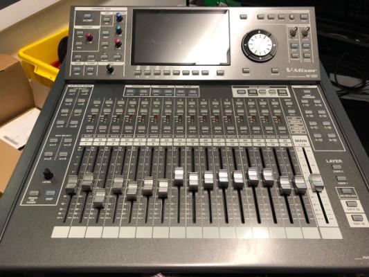 Mesa digital Roland M-300