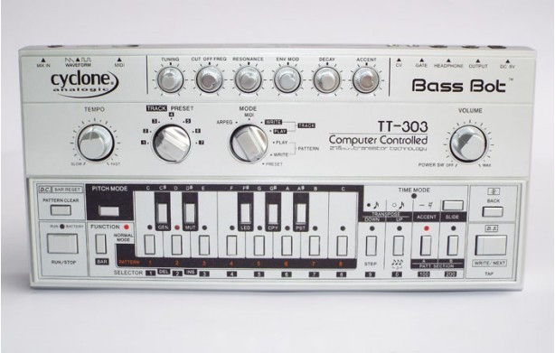 Cyclone bass bot tt-303