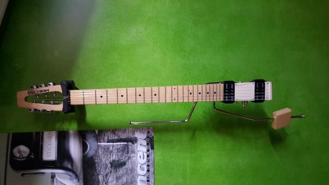 Guitarra de viaje nueva