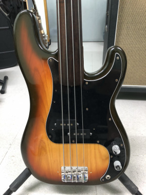 Precision Bass 1979 with Rosewood Fingerboard Fretless