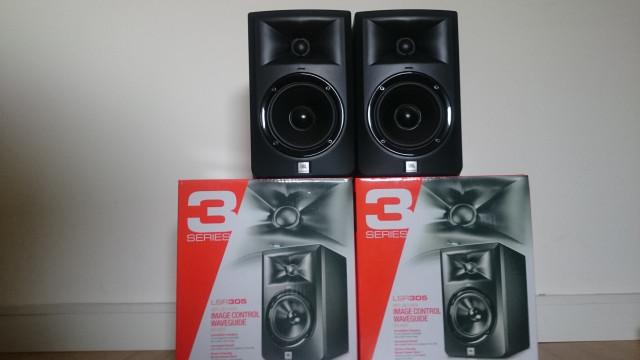 Monitores JBL lsr 305 en garantía