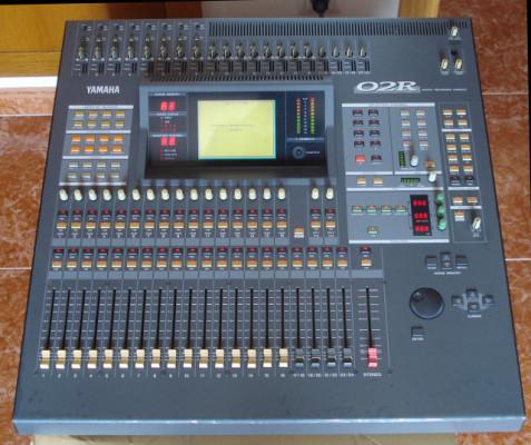 Mesa de Mezclas Yamaha 02r v.2 (vendo o cambio)