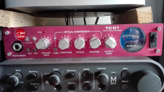Previo/compresor de micro a valvulas sm pro audio TC01