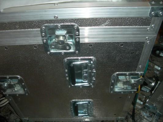 Flight case potente de aluminio / Rack de 10 unidades de lujo con tapas, ruedas y totalmente nuevo. 340e