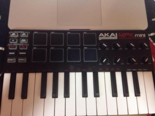 TECLADO MIDI AKAI MPK MINI