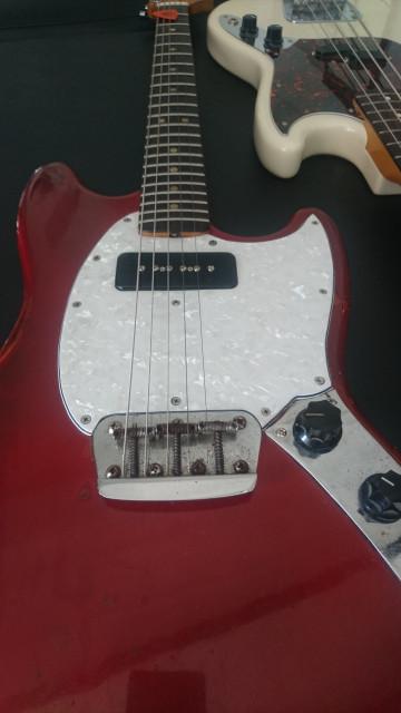 Fender musicmaster 72 y bajo mustang 2003