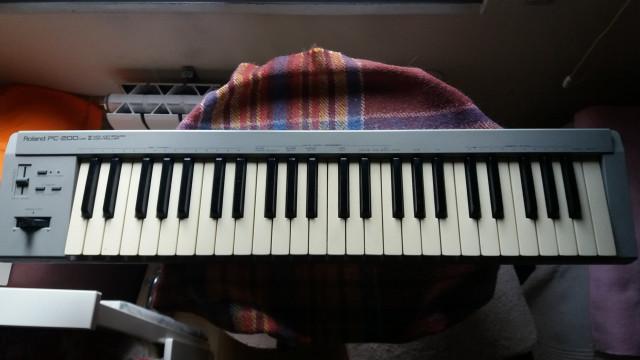 TECLADO MIDI ROLAND PC200 MKII