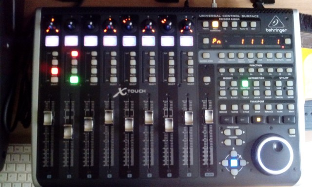 Behringer X-Touch controlador