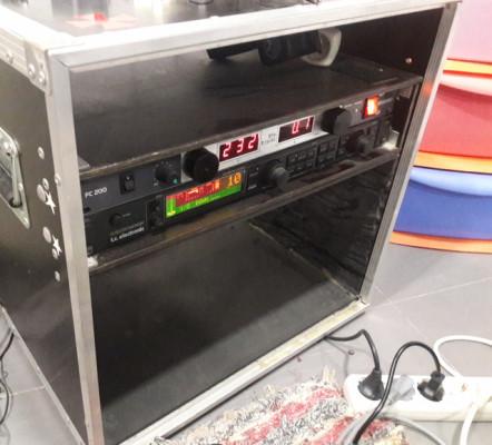 Flightcase mini cabezal + 2u rack  Yurton