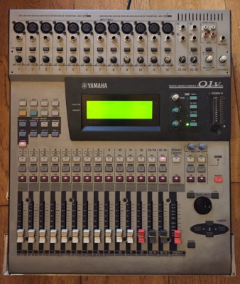 Yamaha 01V + MY8AD+ F. case