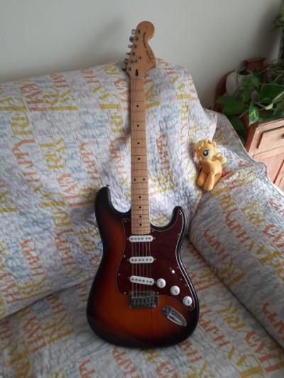 Squier Stratocaster Standard (RESERVADA)