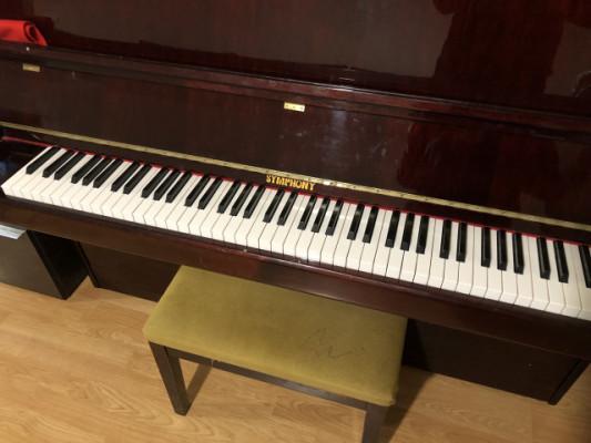 """Piano de pared """"symphony"""""""