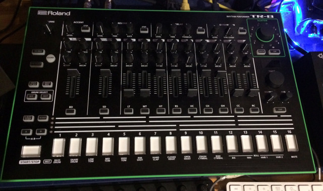 Roland TR8 7X7