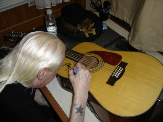 Electroacústica Fender CD160se 12 cuerdas firmada por Johnny Winter