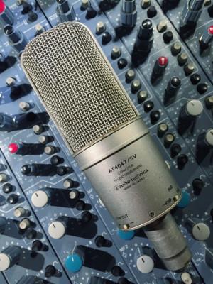 Micrófono Audio Technica AT4047 + pinza