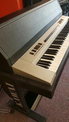 Piano Kawai electro acústico