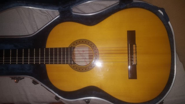 Guitarra flamenca de cipres de tomas leal.
