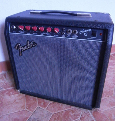 Fender Champ 12 red knobs