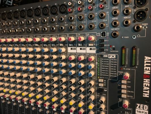 Cambio mesa mezclas por piano digital de escenario